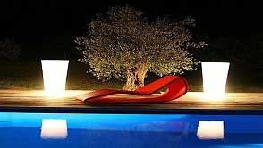 Phụ kiện chiếu sáng bể bơi - Các loại đèn trang trí hồ bơi thêm lung linh