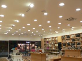 Hai loại đèn led không thể thiếu trong shop thời trang