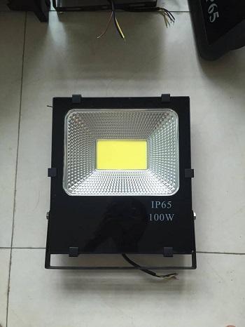 Tìm hiểu về đèn pha Led Opple 100W giải pháp chiếu sáng hoàn hảo