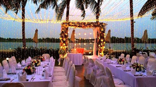 Trang trí lễ cưới ngoài trời phong cách Âu Mỹ với đèn Opple